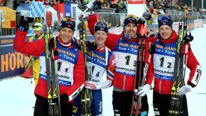 Lars Helge Birkeland, Johannes Bö, Emil Hegle Svendsen och Tarjei Bö efter stafettsegern i Ruhpolding.