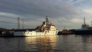 Bevakningsfartyget Tursas i sin hamn i Åbo.