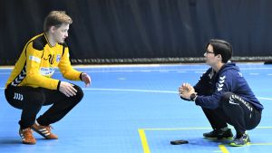Mikael Mäkelä och Vanja Radic på handbollslandslagets träningar.