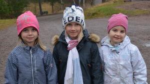 Hilma Englund, Linn Kippilä och Siri Sahamies går i ettan i Grännäs skola.