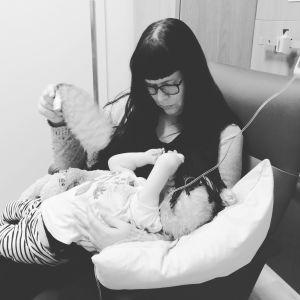 Maria och Varja på sjukhuset