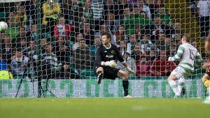 Kris Commons skjuter 1-0 för Celtic mot Elfsborg i CL-kvalet, juli 2013