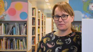 Bibliotekschef Karolina Zilliacus i Pargas.