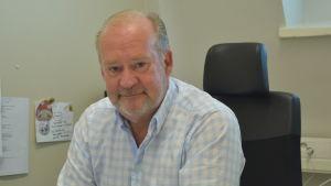 VD Stig-Göran Forsman vid Kronoby Flyghangar Ab
