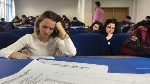 Tentamen pågår vid universitetet i Pristina, Kosovo