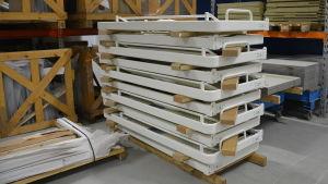 Blivande sängstommar som tillverkas på SBA Interior.
