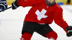 Schweiziska supertalanger Nico Hischier på isen