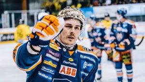 Kristian Kuusela firar mål.