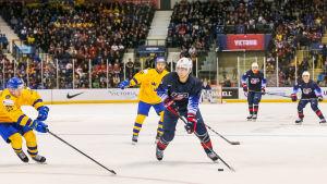 USA:s Ryan Poehling noterades för 3 + 1 = 4 poäng i matchen mot Sverige.