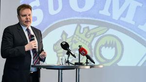 Harri Nummela leder hockeyförbundet.