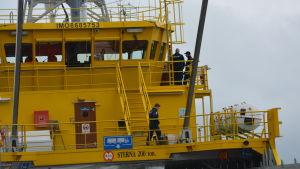 Polisen ombord Sterna.