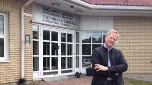 Överläkare Ari Lahti vid Åbolands sjukhus