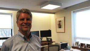Professor Scott Harrington i sitt arbetsrum på University of Pennsylvanias Wharton School.