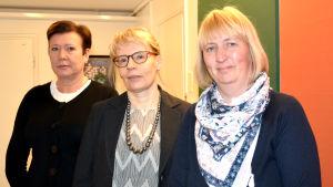Från vänster: Avdelningsskötare Mirja Vainionpää, överläkare Kristiina Forsman och familjeterapeut Camilla Dahlbäck-Salmela vid barnpsykiatriska avdelningen vid Vasa centralsjukhus.