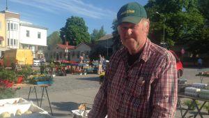 Lars Forsstedt är försäljare på Ekenäs torg.
