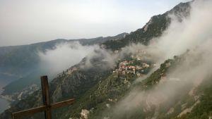 Kloster på Athos i dimma