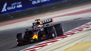 Max Verstappen kör i Bahrain.