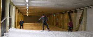 Tre skidare i Stensböle skidhall, Helsingfors.