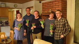Pia Virta, Harri Haanpää, Yrjö Kokkonen, Hilkka Toivonen och Harri Myllymäki gläds åt de grönas valframgång i kommunalvalet 2017 i Sjundeå.