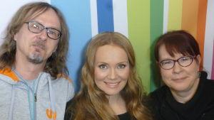 Levylautakunnassa Juha-Pekka Sillanpää, Marja Hintikka ja Paula Jokimies