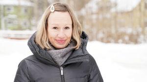 kvinna i vinterjacka