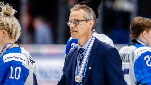 Pasi Mustonen med silvermedalj runt halsen, VM 2019.