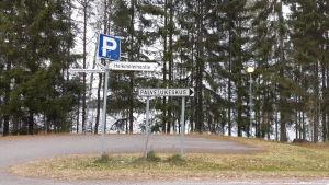 """Bild med skylten """"servicecentral"""" i Hirvensalmi."""