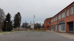 Bild på kommunkansliet i Hirvensalmi.