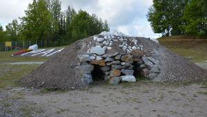 I Pargas har man byggt en gammaldags kalkbränningsugn.