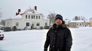 Markus Fagerudd ute i ett vintrigt Lovisa.