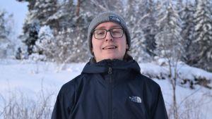 Lukas Idman ute i snön.
