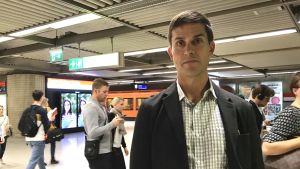 Ville Lehmuskoski på metroperrongen