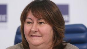 Jelena Välbe på presskonferens.