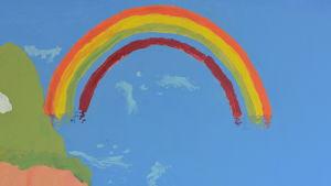En väggmålning som föreställer en regnbåge. Ljusblå bakgrund.
