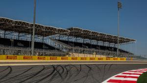 Tomma läktare i Bahrains F1-bana.