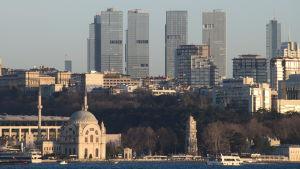 Skyskrapor och moské i Istanbul