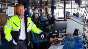 Peter Ståhlberg på Wasa Express' kommandobrygga
