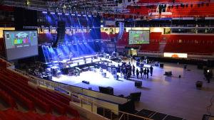 Förberedelser inför festivalen Maata näkyvissä i Åbo 2014