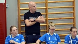 Andreas Nyby är tränare för Blue Fox damlag.