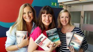 Anne Hietanen, Eva Frantz och Jessica Andersin diskuterar nya deckare i programmet Böcker i bersån.