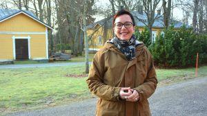 Forskningsledare i bioekonomi Marianne Fred leende utomhus.