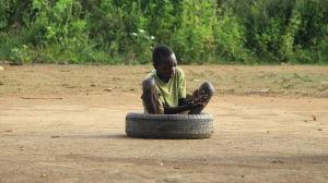 lekande barn i norra uganda