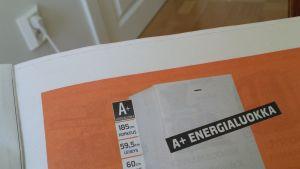 Kylmälaitteen energianluokka mainoksessa on A+ (alin sallittu luokka).