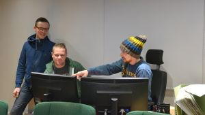 Jukka Rajala- Granstubb, Kyösti Linna och Christoffer Maid jobbar med Superhurri filmen om Fredrik Smulter.