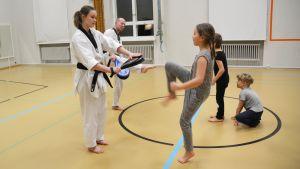 Taekwondoövning i Lovisa.