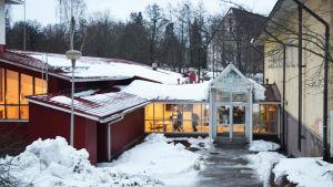 Exteriör från Kyrkfjärdens skola i Ingå.