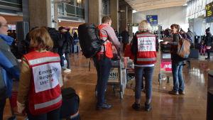 Finlands Röda Kors skickar sjukvårdshjälp till flyktingläger i Grekland.