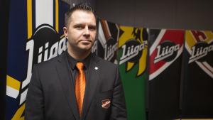 KooKoos verkställande direktör Sakari Välimaa poserar.