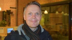 Arkitekt Pekka Salmi planerar Laurentiushuset.