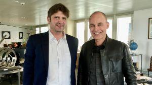 Bertrand Piccard med Svenska Yles medarbetare Gustaf Antell